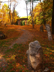 Thors Gate standing stone in the fall